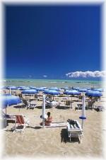 Vicinissima sia a Chieti sia a Pescara, Francavilla al Mare e' da sempre una delle localita' di mare maggiormente apprezzate e piu' frequentate dell'Abruzzo