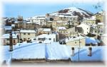 Ai piedi delle piste della Magnola, Ovindoli propone a chi lo visita un centro storico che la neve rende ancora piu' suggestivo