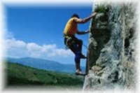 Le pareti di solido calcare di Roccamorice, ai piedi della Majella, offrono agli arrampicatori un centinaio di itinerari di alta difficolta'