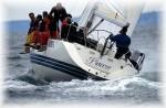 La vela e' praticata con passione lungo l'intero litorale abruzzese; porti turistici esistono a Pescara e in altre cinque localita'